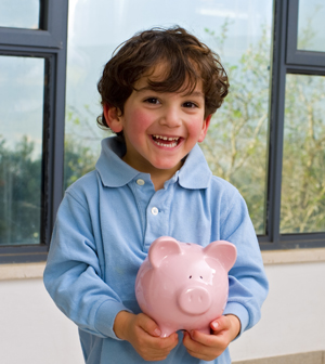 Boy with piggy bank_web